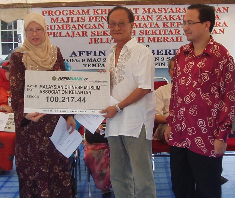 Sumbangan untuk kebajikan ahli MACMA Kelantan oleh Affin Bank Berhad pada 9 Mac 2006.