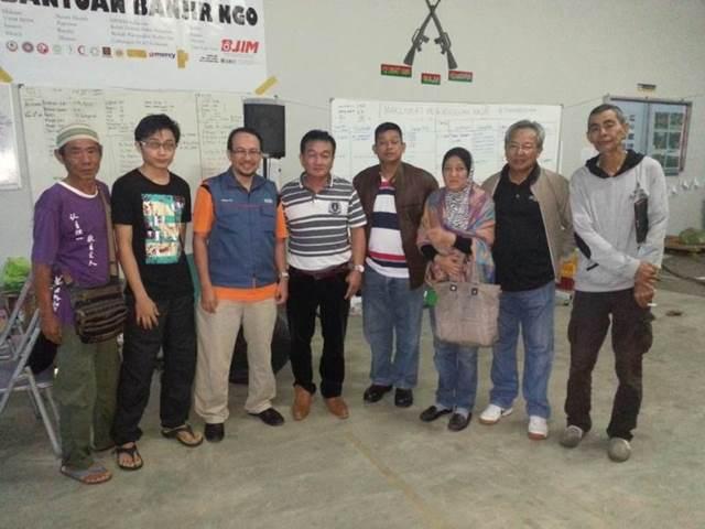 Rombongan dari MACMA Melaka, N9 dan Selangor yang menghantar bantuan makanan