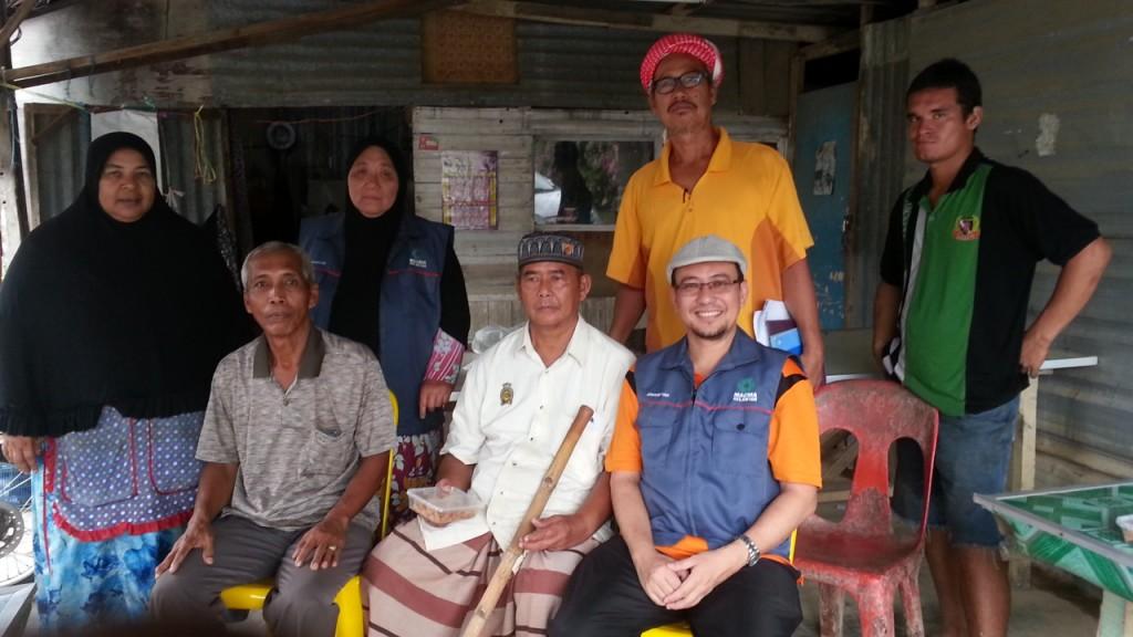 Hussin Gan bersama team Kebajikan MACMA Kelantan