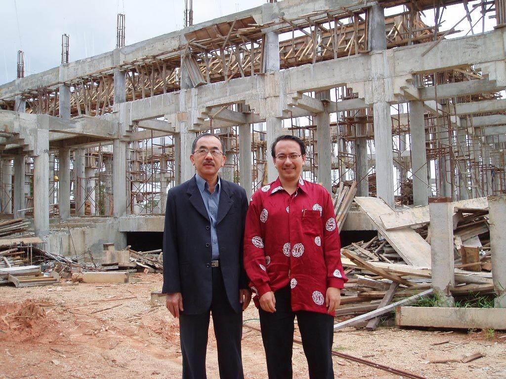 Lawatan tapak untuk meninjau pembinaan masjid Cina oleh Pengerusi MACMA Kelantan, YB Dato' Haji Anuar Tan yang ditemani oleh Setiausaha, Johari Yap
